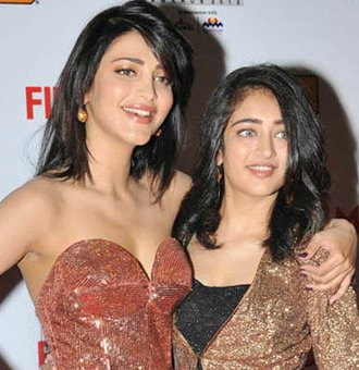 Akshara Haasan and Shruti Haasan HD Photos #aksharahaasan ...
