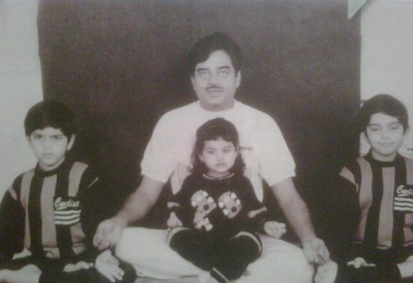 Sonakshi Sinha With Father And Brothers