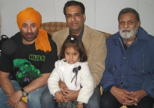 Abhay Deol father at right side