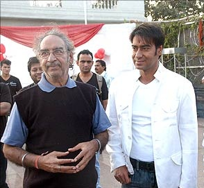 Ajay Devgn family photos father Veeru Devgan