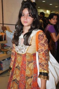 Alia Bhatt childhood pictures 10