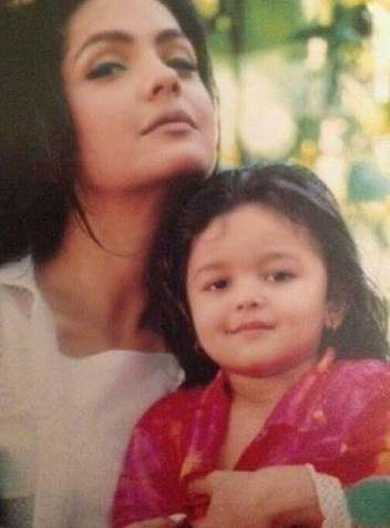 Alia Bhatt family, childhood photos | Celebrity family wiki