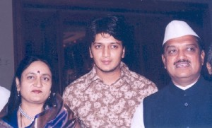 Riteish Deshmukh family photos mother Vaishalitai Deshmukh