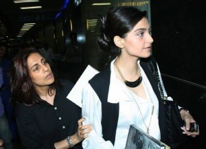 Sonam Kapoor family members mother sunita