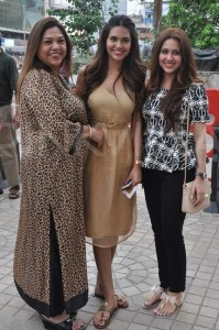 esha gupta sister neha gupta and mother