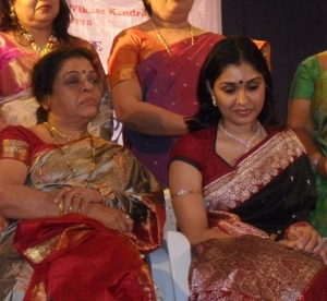 Anu Prabhakar parents mother Gayathri Prabhakar