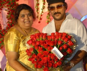V Ravichandran wife Sumathi