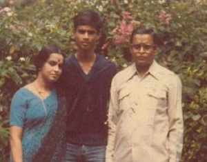 R. Madhavan parents father  Ranganathan and mother Saroja
