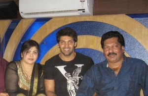 Tamil actor Arya parents father Umer and mother Jameela