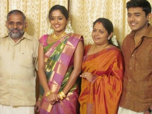 Actress-Ananya-parents-father-Gopalakrishnan-Nair-and-mother-Praseetha