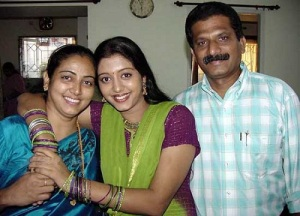Actress Gopika parents father Anto Francis and mother Tessy Anto