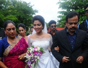 Amala Paul parents mother Annice Paul