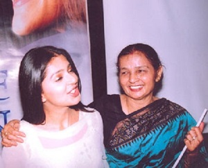 Bhumika Chawla parents mother Bali Chawla