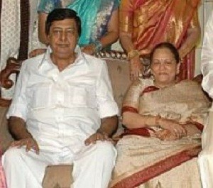 Jyothika Saravanan parents father Chander Sadanah and mother Seema Sadanah