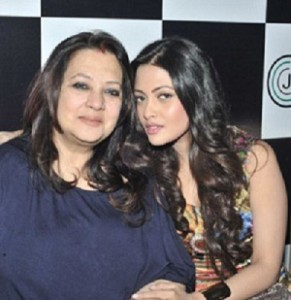 Actress Moon Moon Sen with daughter Riya Sen during a press conference of the film `Kolkata Calling` in Kolkata. (Photo: IANS)