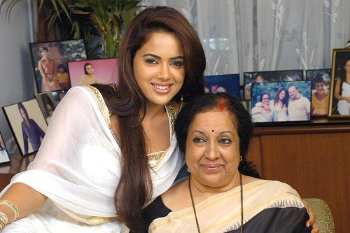 Sameera Reddy family photos | Celebrity family wiki