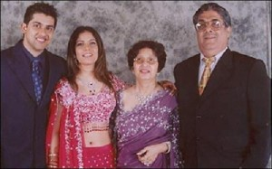Aftab Shivdasani Parents father, mother and sister