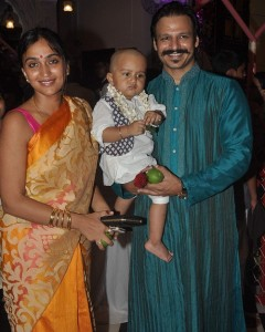 Actor Vivek Oberoi along with his wife Priyanka Alva and son Vivaan Veer at ISKCON temple to seek the blessing of Lord Krishna on the occasion of Janamashtmi, in Mumbai, on Aug. 17, 2014. (Photo: IANS)