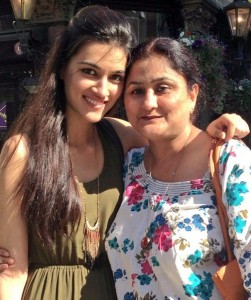 Kriti Sanon Parents mother Geeta Sanon