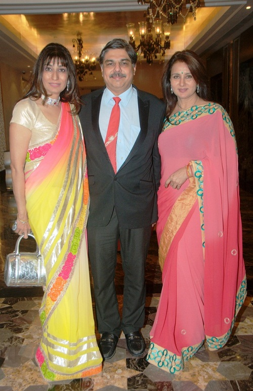 The gallery for --> Poonam Dhillon Husband Kids