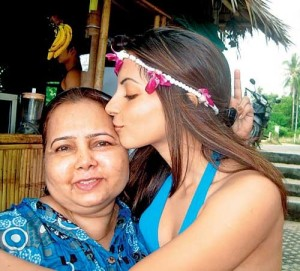 Shama Sikander parents mother Gulshan